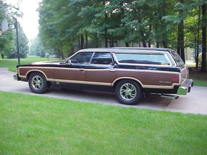 105925_1978_Ford_LTD_Country_Squire_4-Door_Station_Wagon_10_Pass.jpg