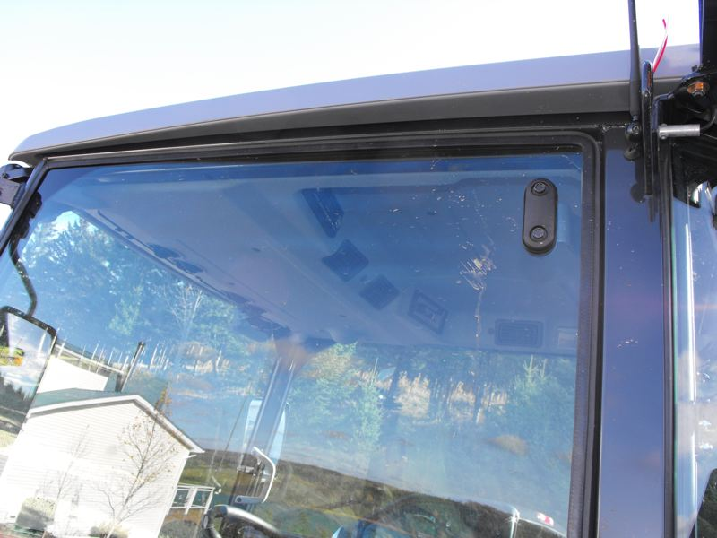 2009MasseyFerguson1643L-left-side-cab-canopy.jpg