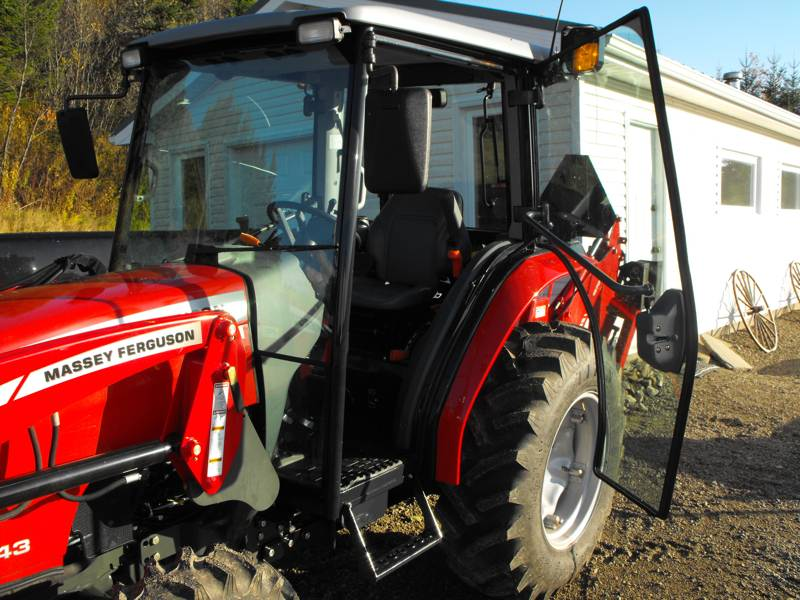2009MasseyFerguson1643L-left-side-cab-open.jpg