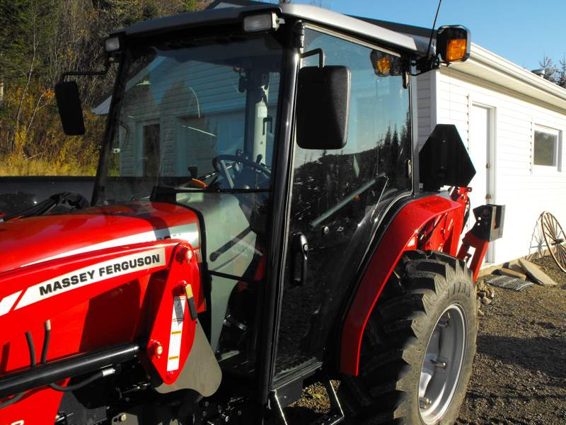 2009MasseyFerguson1643L-left-side-exterior-cab.jpg