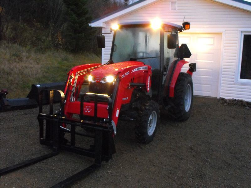 2009MasseyFerguson1643L-left-side-front-view-work-lights.jpg
