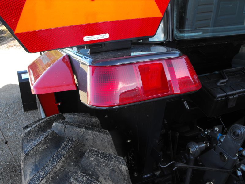 2009MasseyFerguson1643L-left-side-rear-fender2.jpg