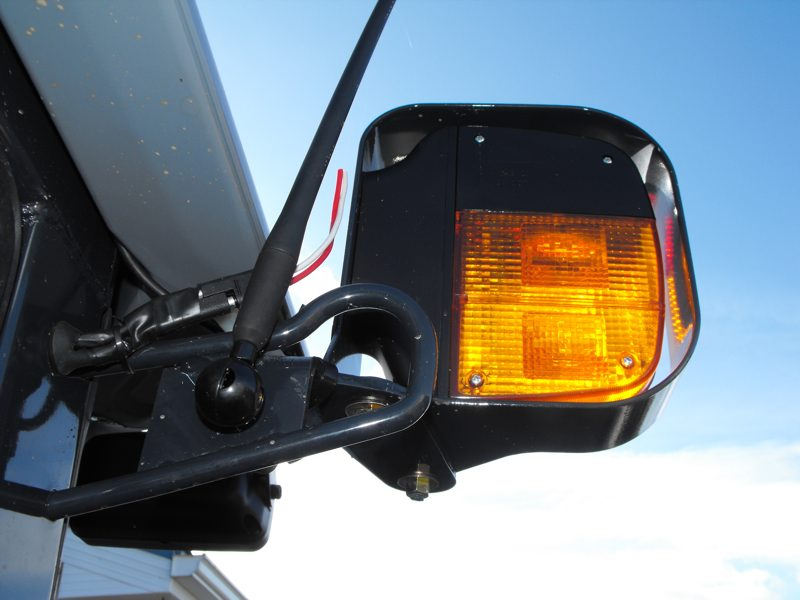 2009MasseyFerguson1643L-left-side-signal-light.jpg