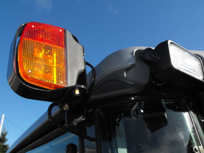 2009MasseyFerguson1643L-left-side-signal-light2.jpg