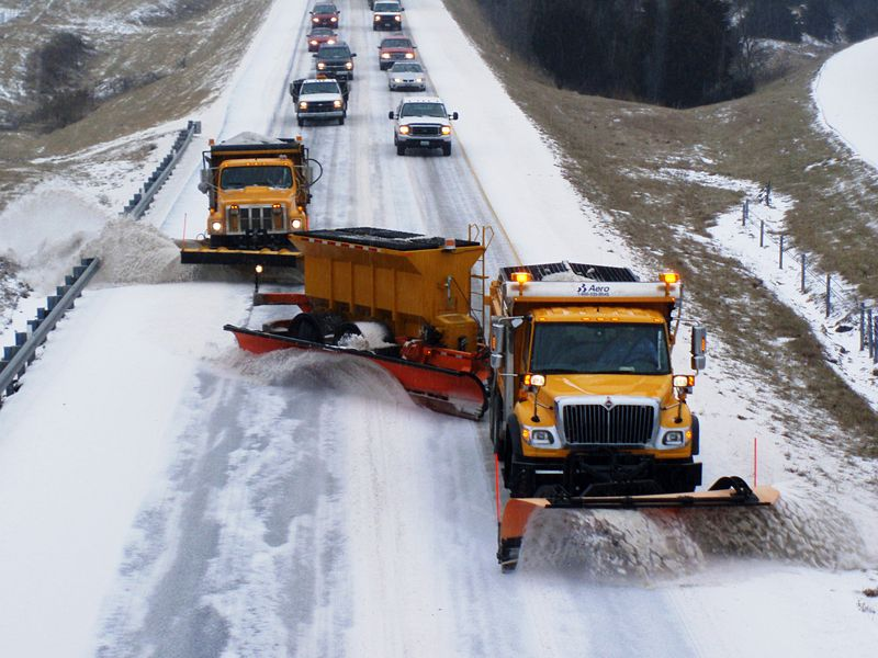 800px-TowPLow_front_view2.JPG