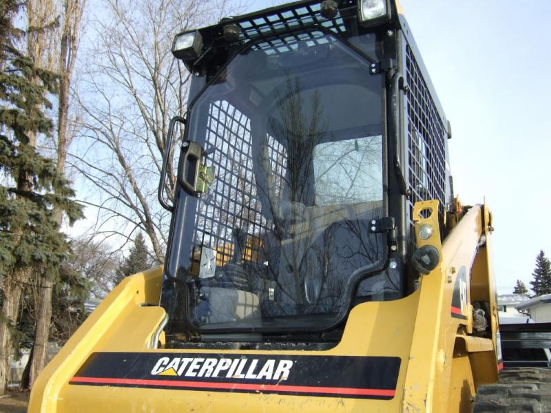 cat door and cab enclosure 003.jpg