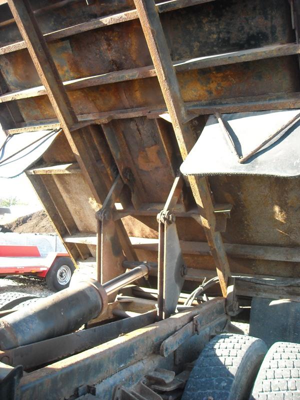 DSCN1689 bottom of bed and hoist.jpg