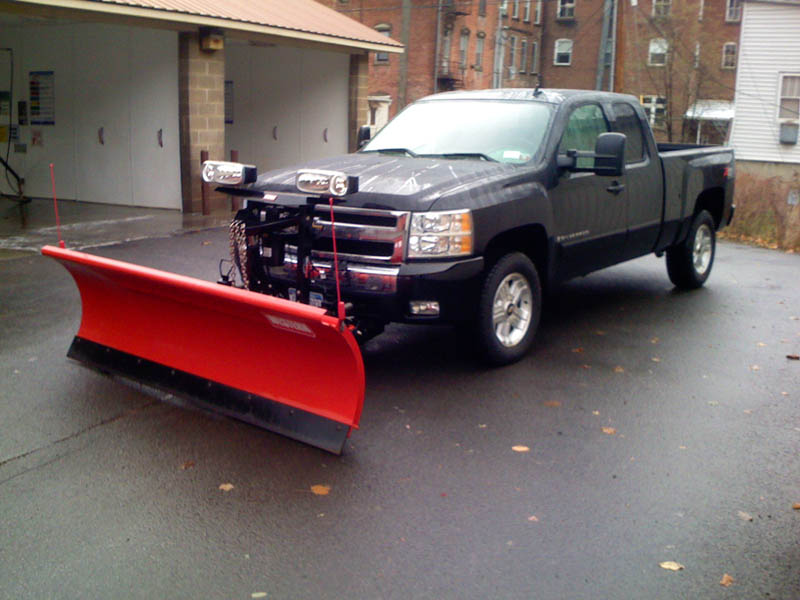 New truck with plow 002.jpg