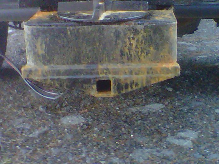 snow ex 1075 back of hitch.jpg
