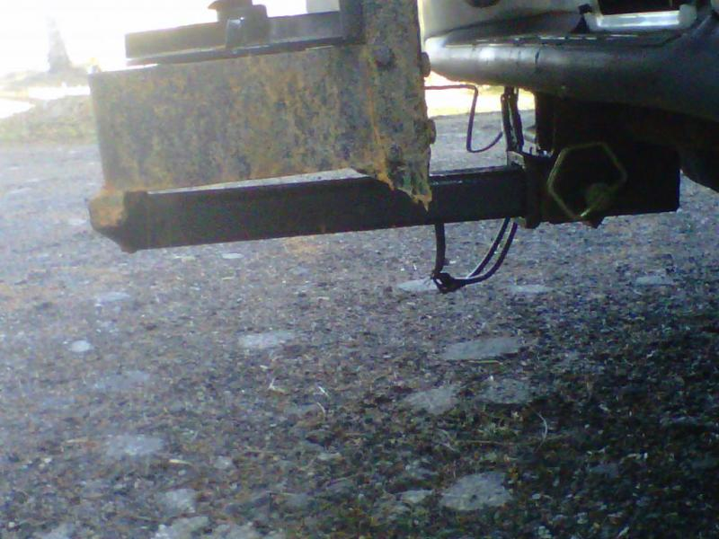 snow ex 1075 side of hitch.jpg
