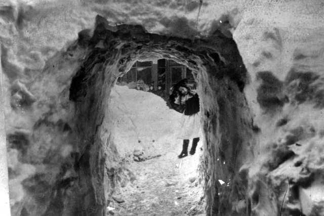 snow_tunnel_breckenridge_main_st_1899.jpg