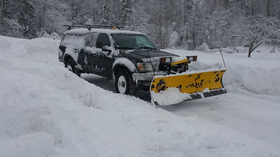 Boss HTX-V plow (and a few others) on an 08 Tacoma | PlowSite