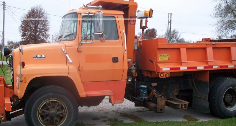 trucks and spreaders 018.jpg